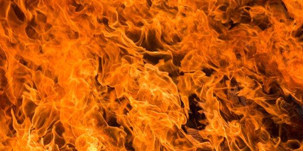 Toter bei Brand eines Vierkanthofs befürchtet