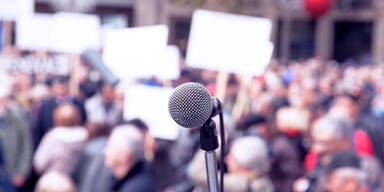 Demo Demonstration Protest Protestbewegung Mikro Crowd Menschenansammlung Versammlung