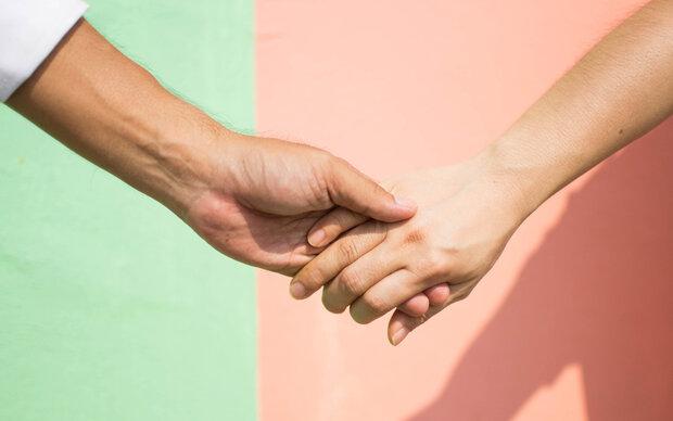 Was die Finger einer Frau über ihre Treue verraten