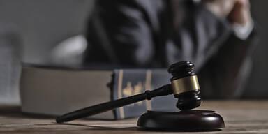 Strafgericht Gericht Urteil Anwalt