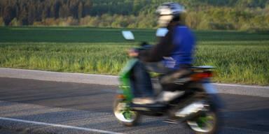 Herbersdorf: 17-Jähriger kracht mit Moped in Lkw - tot