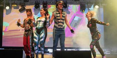 Vengaboys treten mit Ibiza-Song bei Demo auf