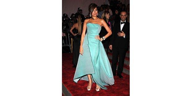 Eva Mendes, ihr Kleid und die Paparazzi