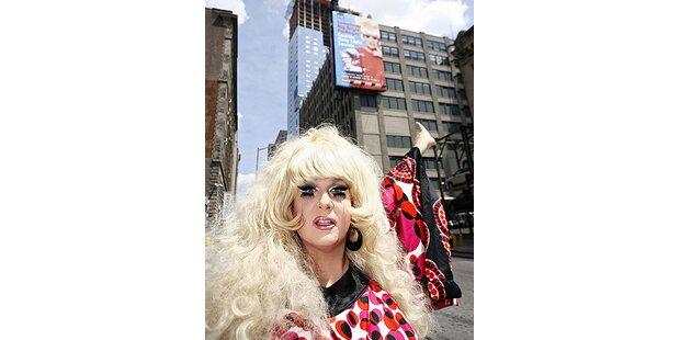 Drag Queen macht gegen KFC mobil