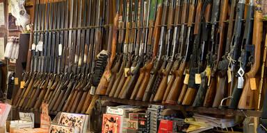 Gewehre in einem Waffengeschäft