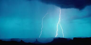 Schäden nach Blitzschlägen und Unwettern in Tirol
