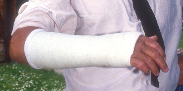 Wien: Bauunternehmer lässt Mann beide Arme brechen