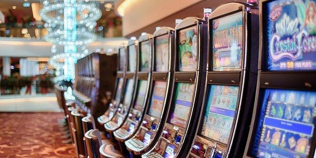 Wut-Zocker zerlegt Spielautomaten in Wettlokal