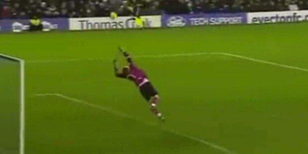 Everton-Goalie schießt Tor aus Strafraum