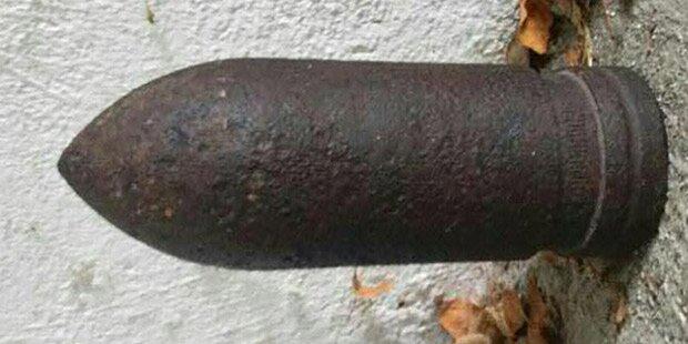 Unbekannter legte Granate in Carport