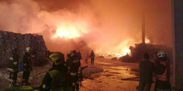 Großbrand bei Abfallentsorgungsbetrieb