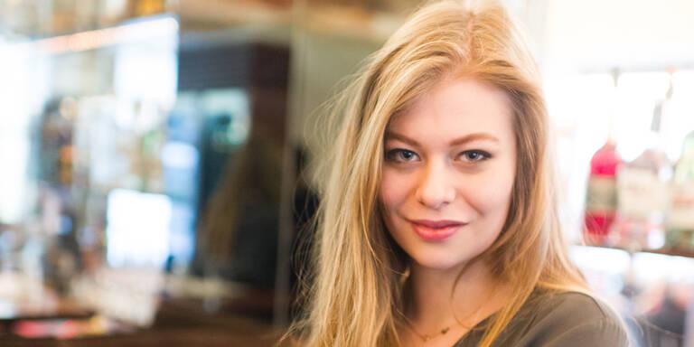 Wieder Film-Sex für Zoë  Straub