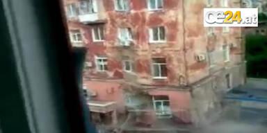 Schockvideo: Nachbarin filmt Hauseinsturz