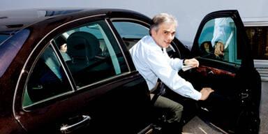 Werner Faymann mit Dienstauto