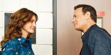 "Julia ROBERTS & Tom HANKS in ""Larry Crowne"""