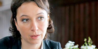 Ursula Strauss (Angelika Schnell)