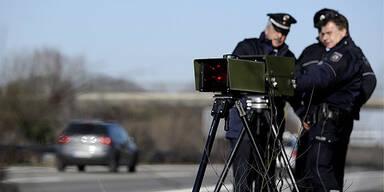 Radar-Pistole Geschwindigkeitsmessung Autobahn Polizei Deutschland