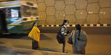 Frau Indien Bus