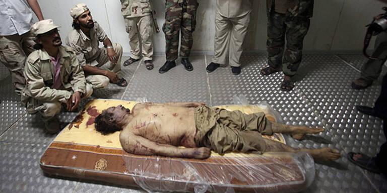 Gaddafi am frühen Morgen beerdigt