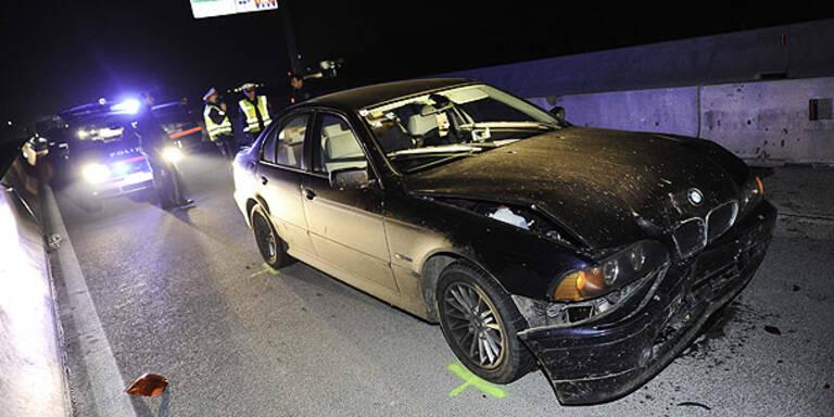 Amok-Fahrer crasht auf A1 mit Polizeiauto