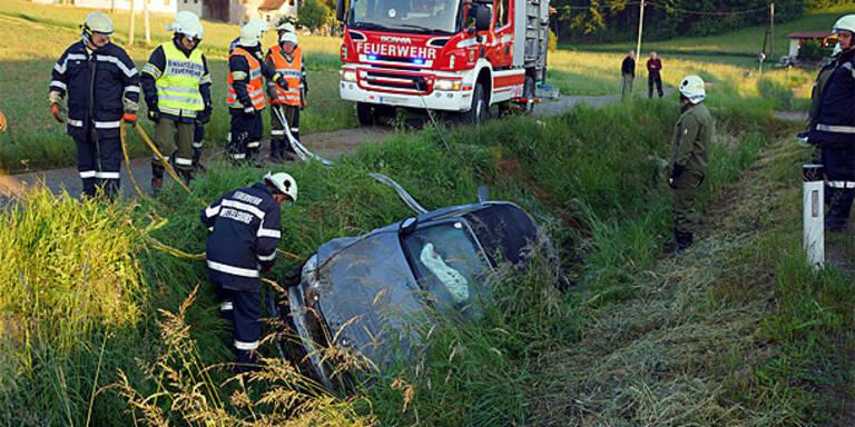 18-Jährige versenkt BMW-Cabrio in Bach