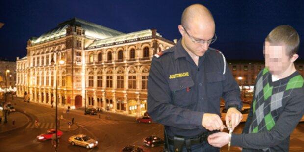 Ost-Bande räumt Oper aus