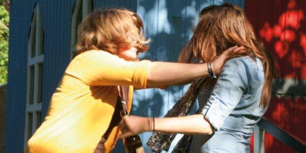 Girlie-Gang quälte Mädchen stundenlang