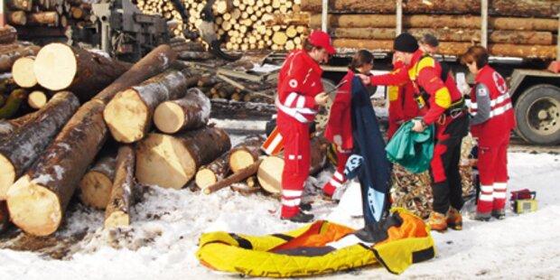 Mann stürzte vier Meter tief von Kran