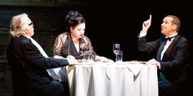 Burgtheater-Direktor als hinkender Kellner