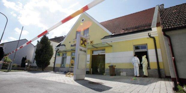 Zwei Bankomaten in einer Filiale gesprengt