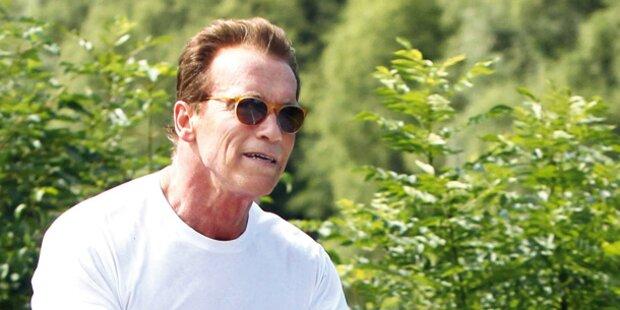 Arnie: Hier radelt der neue Öko-Papst
