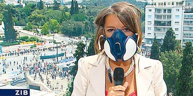 ORF-Reporterin mit Gasmaske in der ZIB
