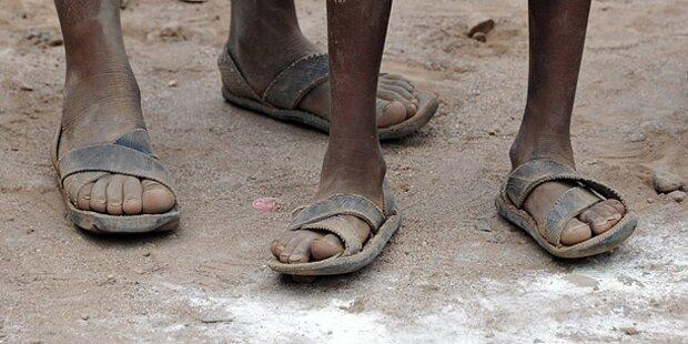Sandalen-Dieb nach Geständnis verprügelt