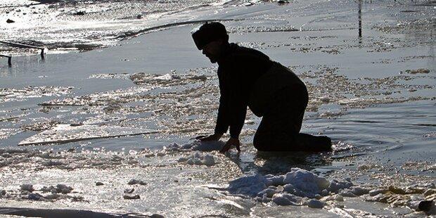 Einbrecher versteckte sich unter Eisscholle