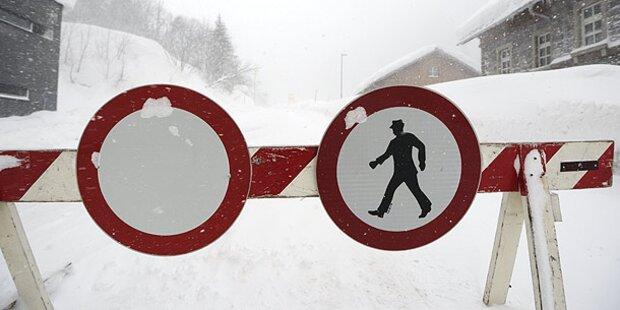 Straßensperren nach Lawinenabgängen in NÖ