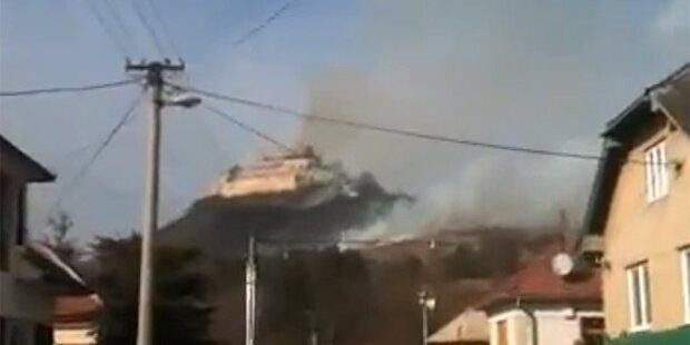 Großbrand vernichtet historische Burg