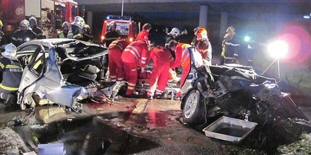 16-Jähriger tot: BMW von Baum gespalten