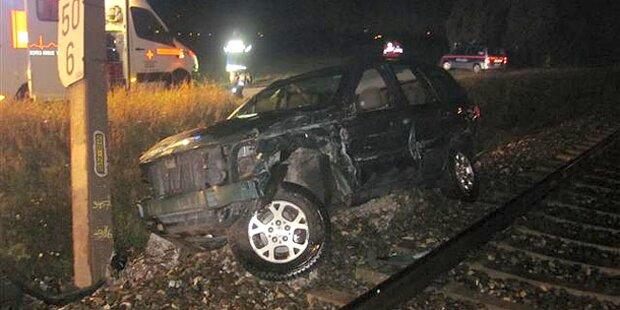 Lenker nach Kollision mit Zug verschwunden