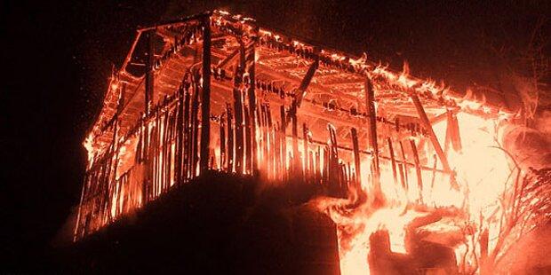 Stallgebäude wurde Raub der Flammen