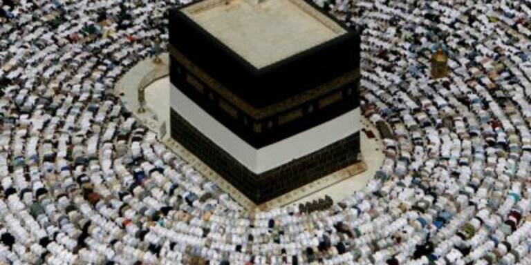 Ahmadinejad und 2 Mio. Gläubige begehen Hadsh