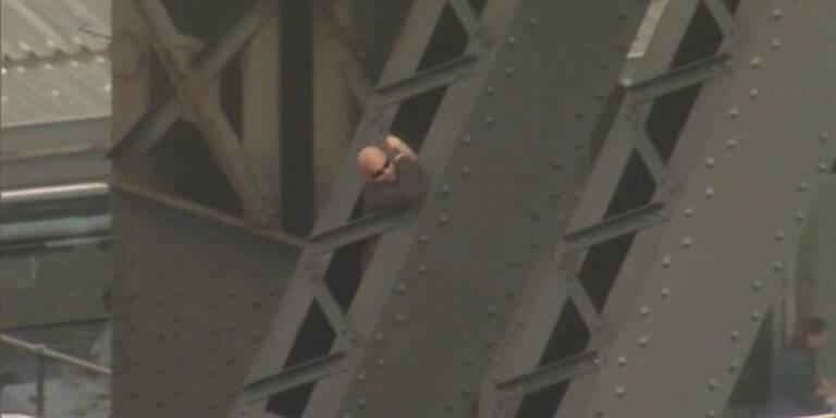 Mann kletterte auf Harbour Bridge in Sydney