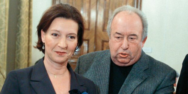 Ministerin: Gehalts-Stopp für Beamte