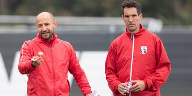 Co-Trainer Stephan Helm und Emanuel Pogatetz (LASK Linz)