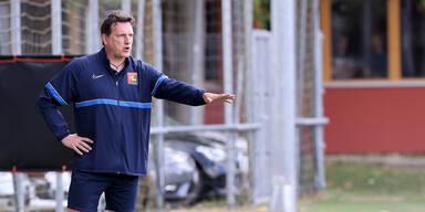Admira-Trainer Andreas herzog bei einem Testspiel