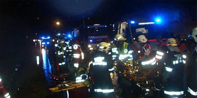 Hirsch auf der Autobahn: 3 Verletzte