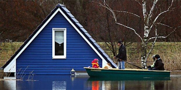 Rekordflut an der Elbe - Deiche halten
