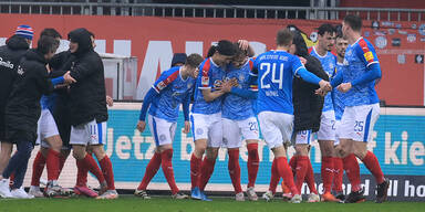 Holstein Kiel fixiert Relegationsplatz