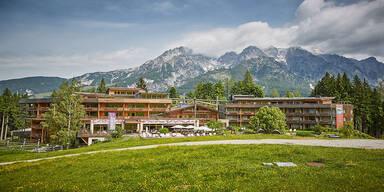 Holzhotel Forsthofalm: Ab auf die Alm in Leogang