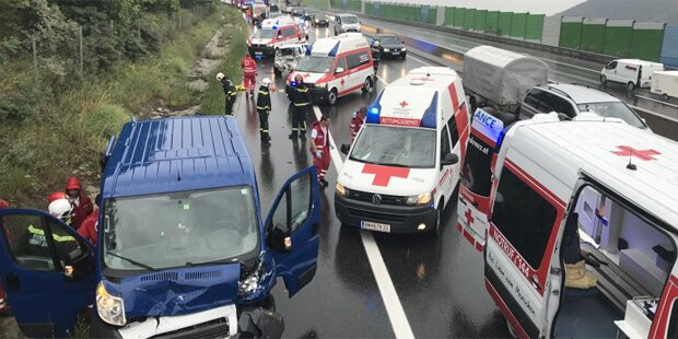Sieben Verletzte bei Horror-Crash auf A21