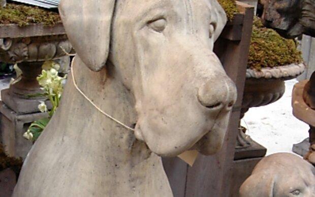 Skulpturen und Pflanzkübel für drinnen und draußen